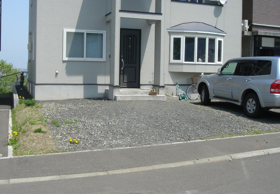 コンクリート舗装とL字ブロック塀工事、施工前の写真