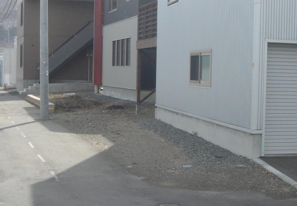 枕木と天然芝のエクステリアガーデン工事(札幌市手稲区)施工前の写真