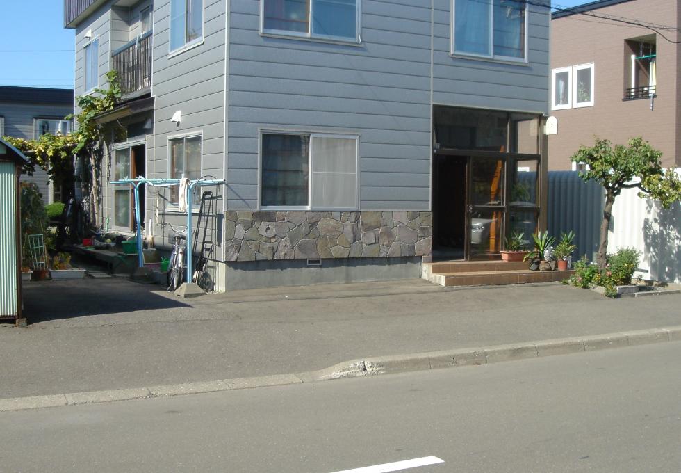 玄関前、及び歩道の電気式ロードヒーティング工事(札幌市北区)施工前の写真
