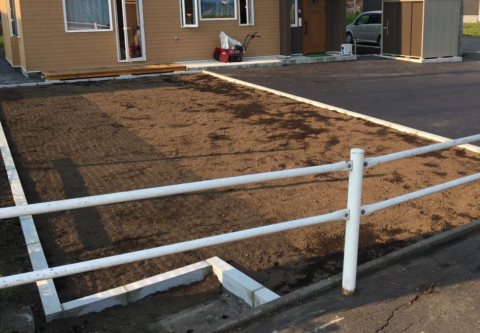 札幌市厚別区の舗装・畑・雑草対策工事、正面に作った家庭菜園用の畑。完成写真