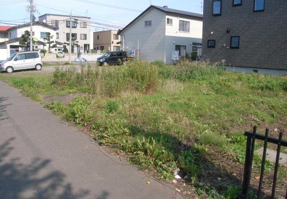 14台分の駐車場アスファルト舗装工事(札幌市東区) 施工前の写真