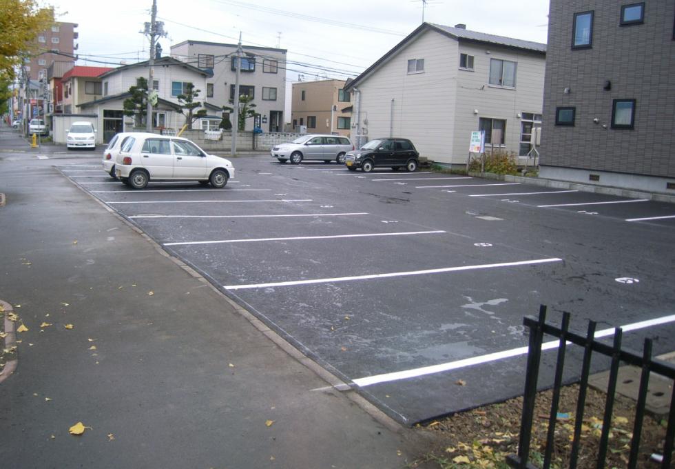 駐車場のアスファルト舗装工事(札幌市東区)