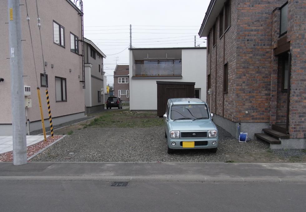 土間コンクリートとアスファルト舗装工事(札幌市北区)施工前の写真