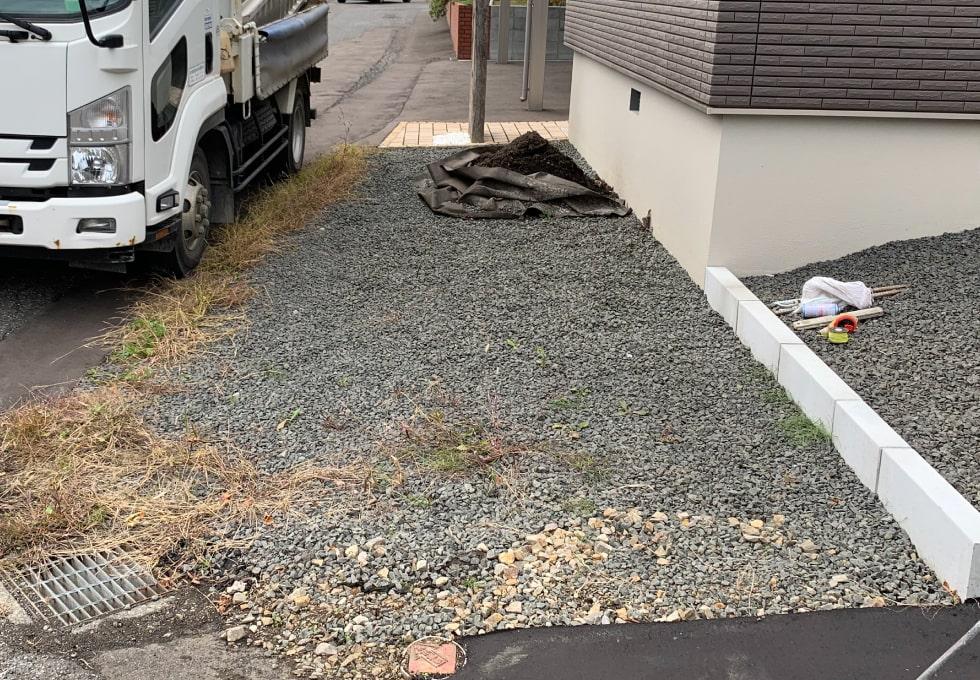 札幌市西区の住宅側面のアスファルト舗装施工前写真