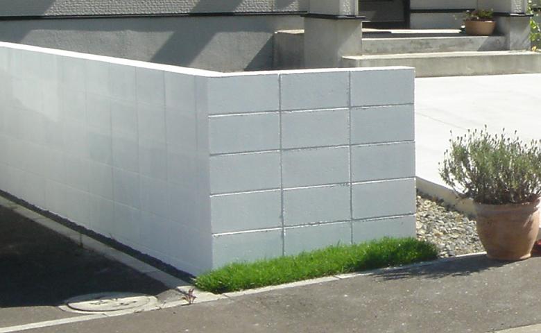 ブロック塀ホワイト塗装完成写真