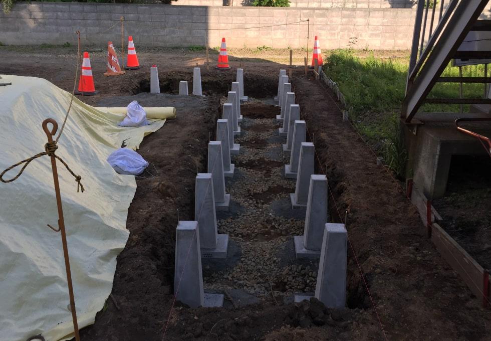 束石設置(薪小屋の制作工程)