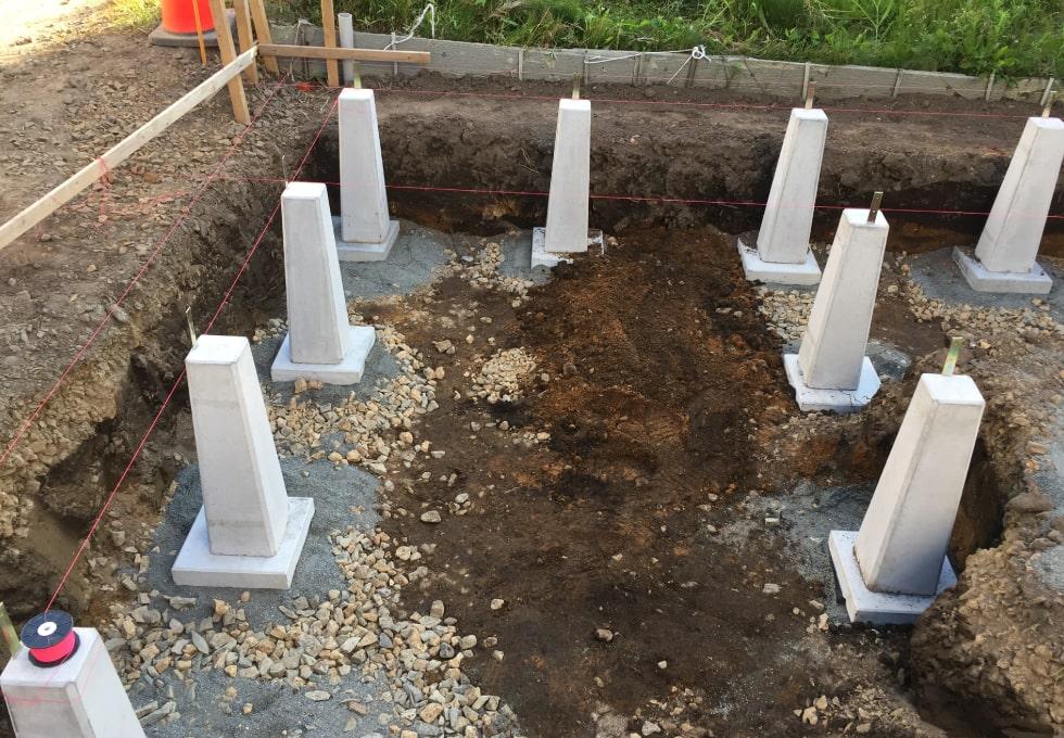 束石敷設の様子その2(薪小屋の制作工程)